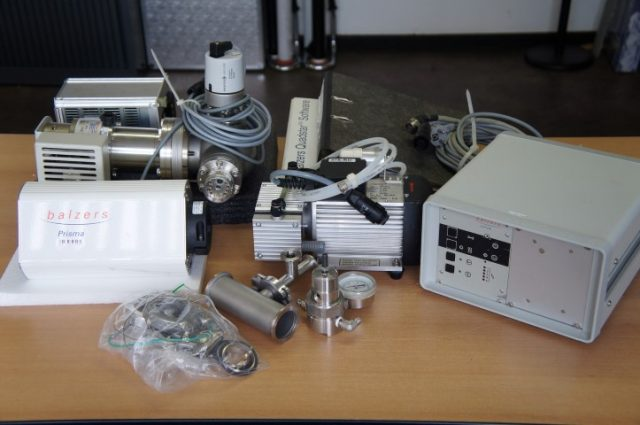 Balzers QuadStar  422 Mass Spectrometer Set